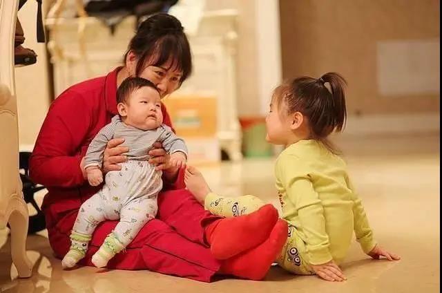 掃碼可核實身份!福州789名家政員有了居家上門服務證